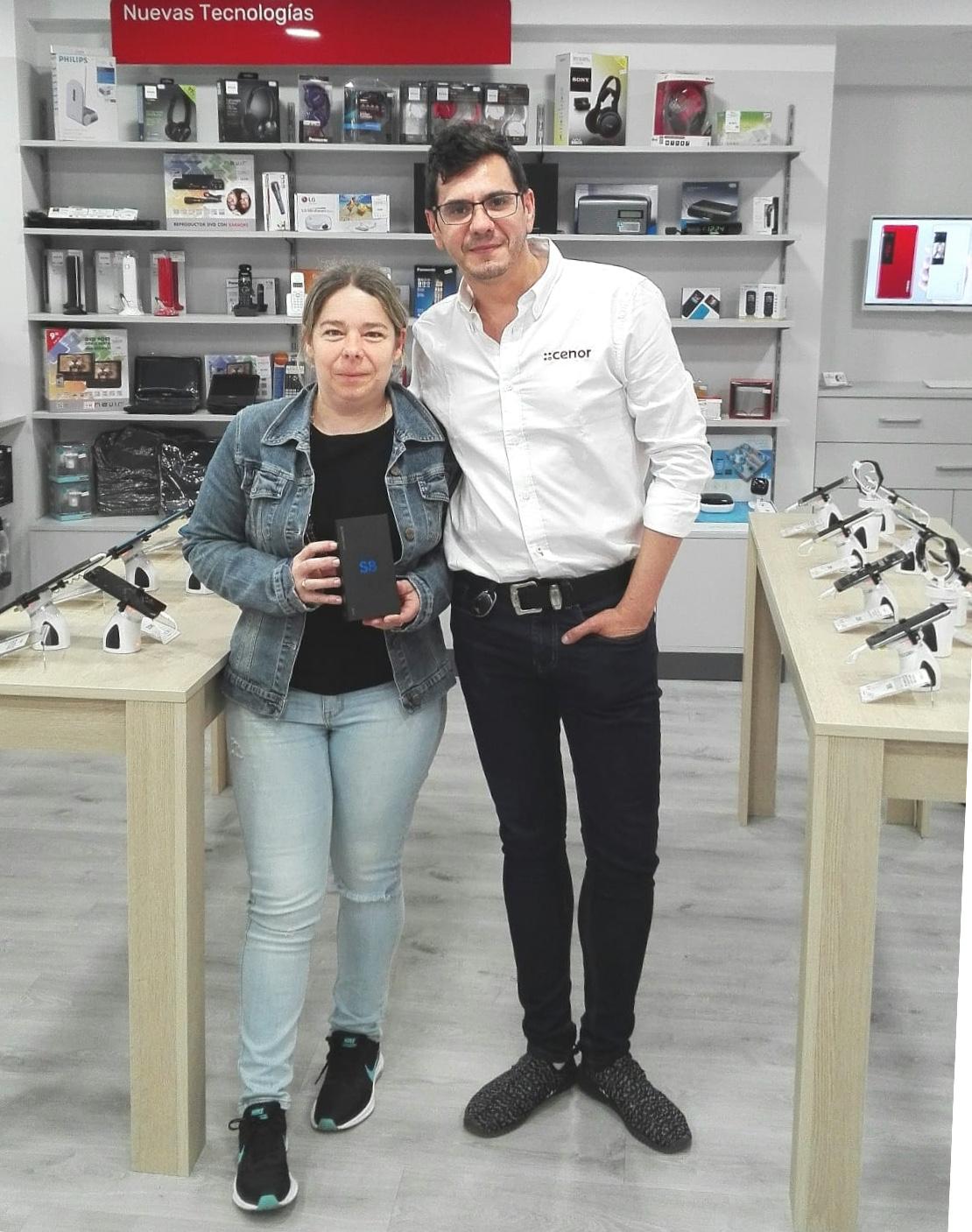 Marta Bienzobas Lerga gana un móvil de última generación por ser abonada a las instalaciones deportivas municipales